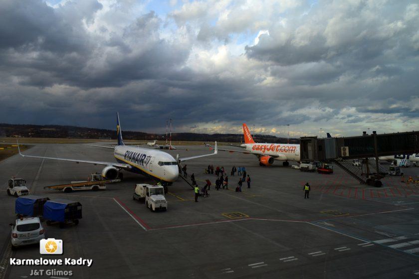 a11e085739100 Jakiej wielkości bagaż można zabrać do samolotu? – Poradnik, porównanie  linii lotniczych - Turysta.org
