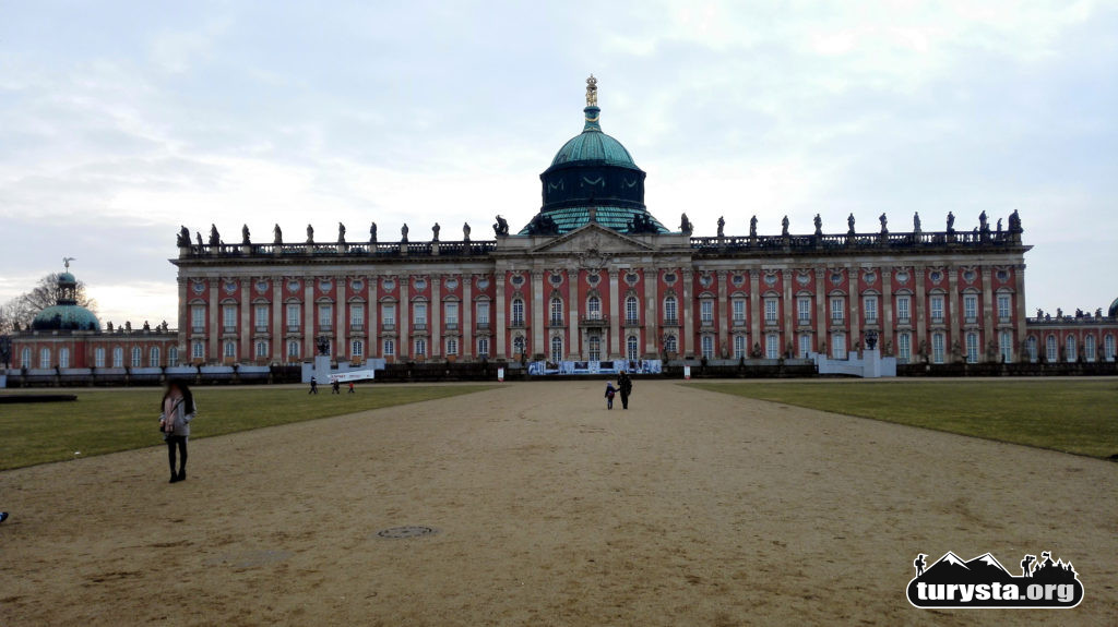 ogromny pałac Neues Palais