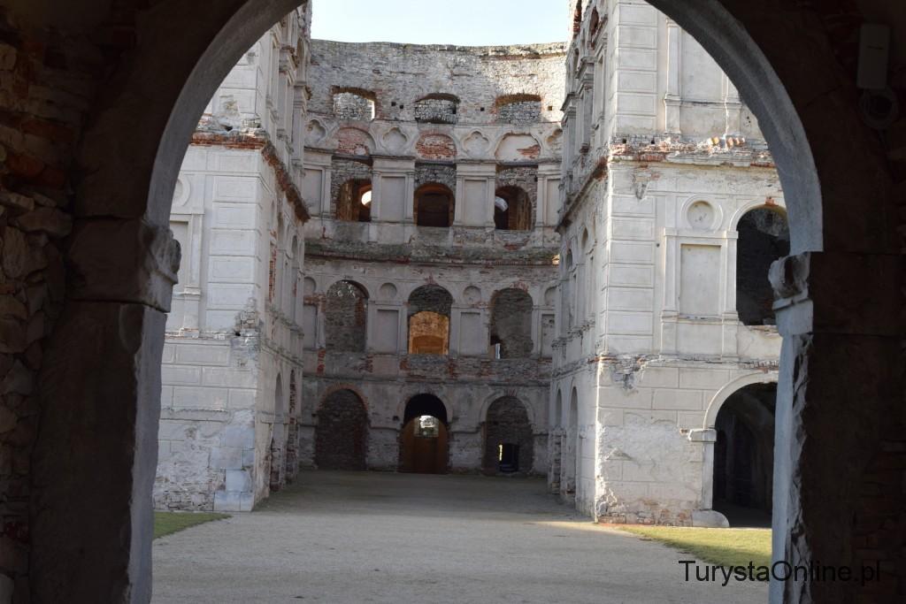 turystaOnline.pl Zamek Krzyżtopór w Ujeździe 4